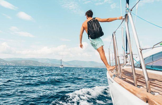 Por algum momento você já pensou em morar em um barco? Saiba aqui como é a vida a bordo!